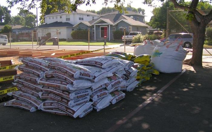 Soil & Peat moss delivered